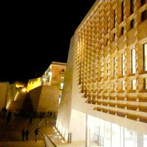 マルタの首都バレッタを夜散歩