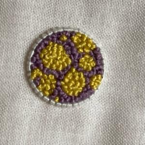 紫と黄色の刺繍糸で刺繍しました【さつまいもカラー】