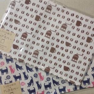 かわいい布製のブックカバー「レトロ小紋てぬぐいのブックカバー」