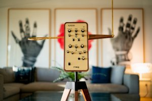 Moog(モーグ)のテルミン『Claravox Centennial』が限定発売!|テルミン100周年記念