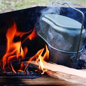 パキッと割ったら1合分!で、飯盒使って水蒸気炊飯やってみた!