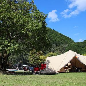 広い芝生広場と充実の遊具!レイトアウトでまったりキャンプ
