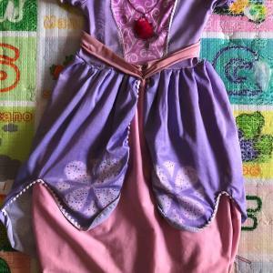 娘の「ちいさなプリンセスソフィア」のドレスがボロボロになってしまった。