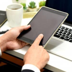 夫婦でパソコン、iPadmini、iPhoneを使いこなしています