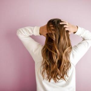 梅雨に多い髪の毛の悩みを解決する方法まとめ