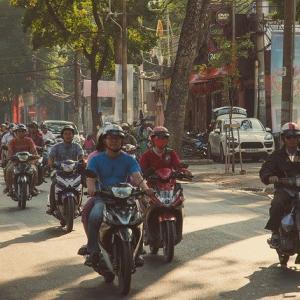 【衝撃体験】ベトナムで横断歩道を渡るのは命がけだった!