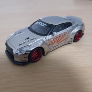 MINI GT LB☆WORKS Nissan GT-R Satin Silver