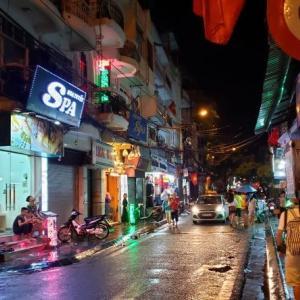 ベトナムでの夜 ほろ酔い運転手に導かれ~カンボジア旅行記①~
