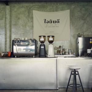 鉄道公園 池のほとりにあるjai-yin-dee cafe@チャトチャック