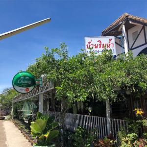 港町マハチャイのタイ料理店バーンリムナーム(Baan Rimnam)で新鮮なシーフードを食べた@サムットサコーン県