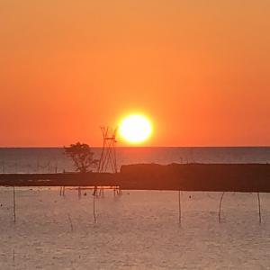夕陽はなぜ心が癒やされるのか? インドネシア南スラウェシ州バル県