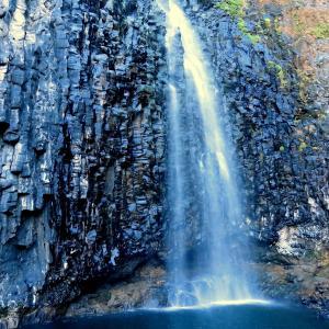【マカッサルの大滝・タカパラの滝】なぜ人々は滝に行くのか?癒しの効果を実感する