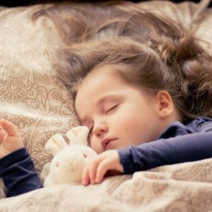 抱っこをしなくても赤ちゃんが眠れるようになる睡眠トレーニング
