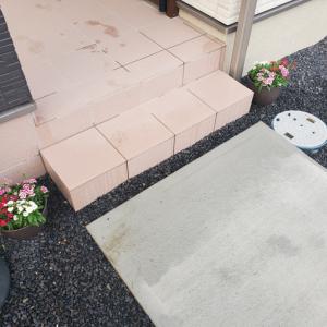 玄関に花を置いてみた結果