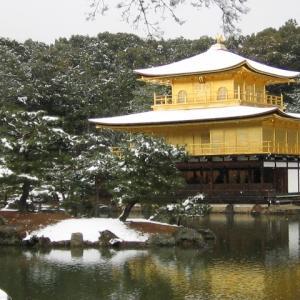 雪の金閣寺(2003年)。
