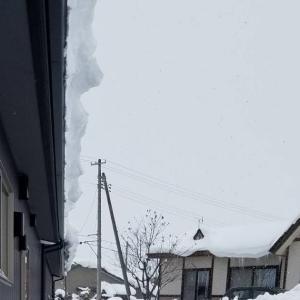 外壁が雪で変形しました。