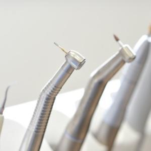 歯の定期健診の不明瞭な処置とその費用について