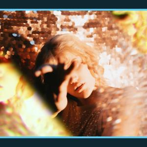 写真が割れたガラスに反射したように加工できる無料PSDデザイン素材