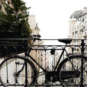 パンクしていると思った自転車後輪。実は空気が抜けただけだった The rear wheel of the bicycle that I thought was flat. Actually, it was just deflated