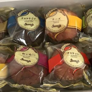 沖縄から Jimmy's のカップケーキが届きました   Jimmy's cupcakes arrived today as belated Mother's day gift