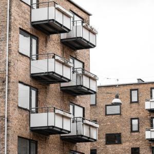 社有物件の団地建て替え協議    Consultation on rebuilding company-owned properties