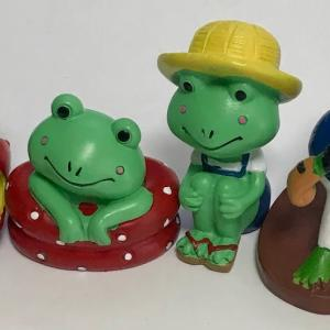 セリア カエルの人形 二つ増えました!  Two more Seria frog dolls!
