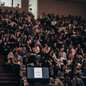 大学の授業や学会のプレゼンでいつも思うこと:PCのセッティングが面倒だ  What I always think about in university lectures and conference presentations: PC settings are troublesome