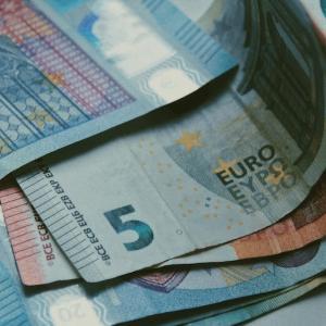 収入のない人の口座に大きな金額があると名義預金ではないかと。 If there is a large amount of money in the account of a person without income, it may be considered as  a nominal deposit.