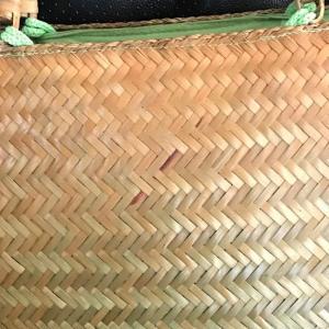 完全に元の色にもどった竹籠   Bamboo basket completely returned to its original color