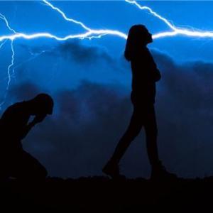 離婚するかどうか悩んでいる時は誰に相談すればいい?
