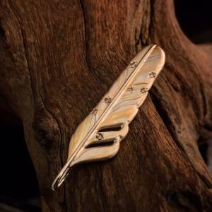 木目金のフェザーブローチ