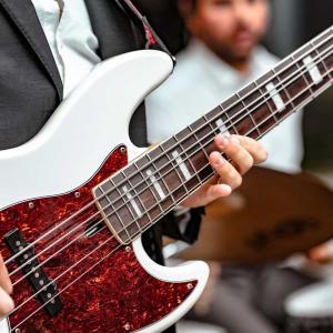 初心者が楽器をはじめるならエレキベースがおすすめ【歴20年が解説】