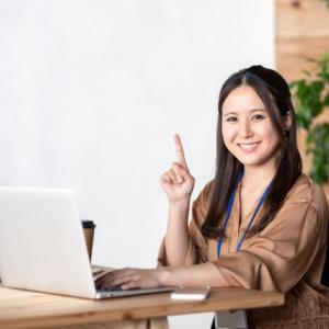 自分を守るために職場の人間関係を「笑顔」で改善する