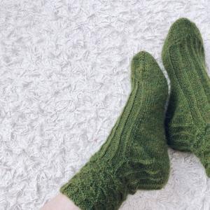 単色の靴下編めました