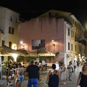 アルゲーロのスーパーと、夜の風景