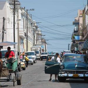 シエンフエゴスへ遠足しながら、キューバ事情を学ぶ