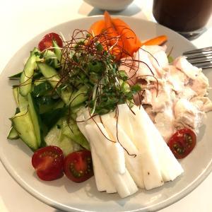 昼サラダと、今日もローソンへ!