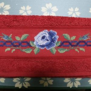 青いバラのタオル