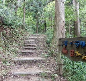 小雨降る荒神山663
