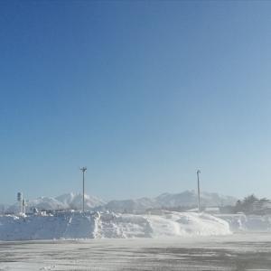 今年、最後の晴。遠くに雪山が見える。(12月27日)