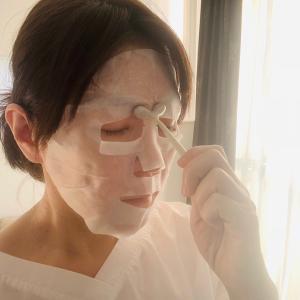 シートマスク中の顔ツボ押しで顔筋リフトアップ!
