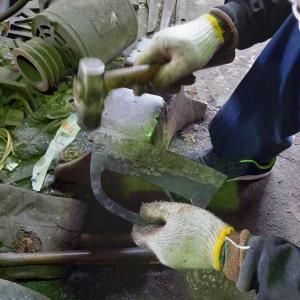 草カキ(上)と草削りの焼き入れ後