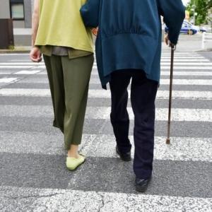 介護初心者さん必見。杖歩行介助での腰を痛めない介助の仕方編