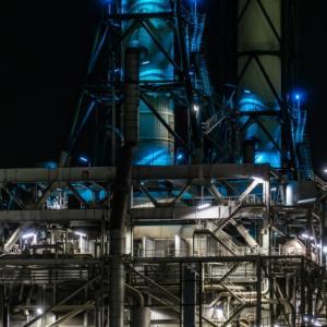 美しい化学プラントの夜景(その3)
