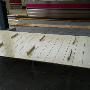 高尾山口駅ホームのベンチ