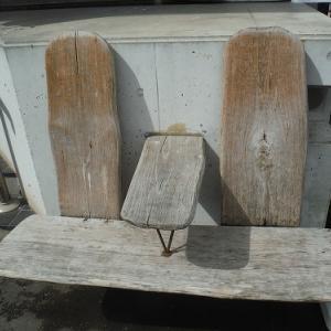 奥多摩駅前のベンチ