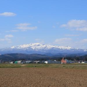 栗駒桜田から望む雪化粧「栗駒山」の風景、宮城県栗原市