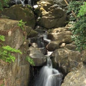 丸森町の「百々目木の滝」と阿武隈川
