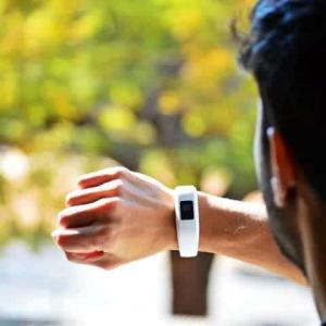 【Fitbit Luxe】おすすめ交換バンド(ベルト)保護フィルムなどのアクセサリーも紹介