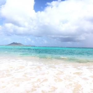 ハワイ、オアフ島の景色の良いビーチをレンタカーで訪れました